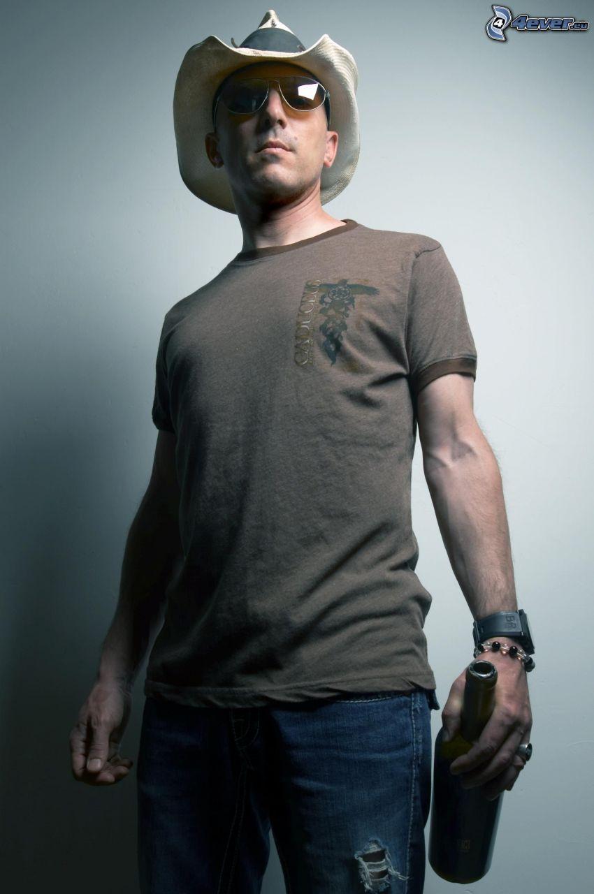 Maynard James Keenan, mężczyzna w okularach, mężczyzna w kapeluszu, butelka
