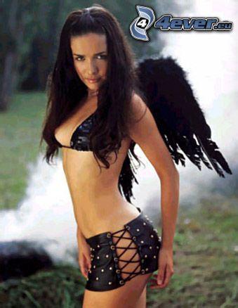 Natalia Oreiro, sexowny anioł, kobieta ze skrzydłami, dziki anioł, czarne skrzydła