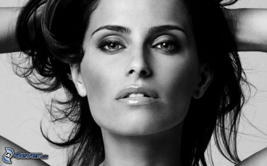 Nelly Furtado, czarno-białe zdjęcie