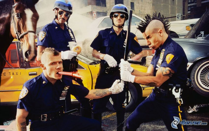 Red Hot Chili Peppers, policjanci