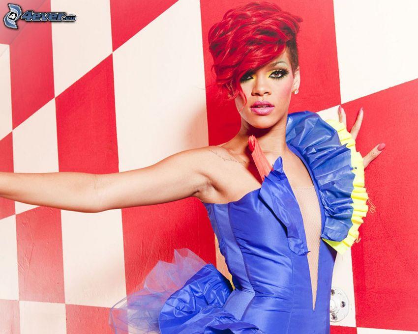 Rihanna, niebieska sukienka, czerwone włosy