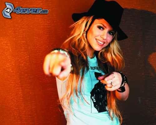 Shakira, piosenkarka, blondynka, kapelusz
