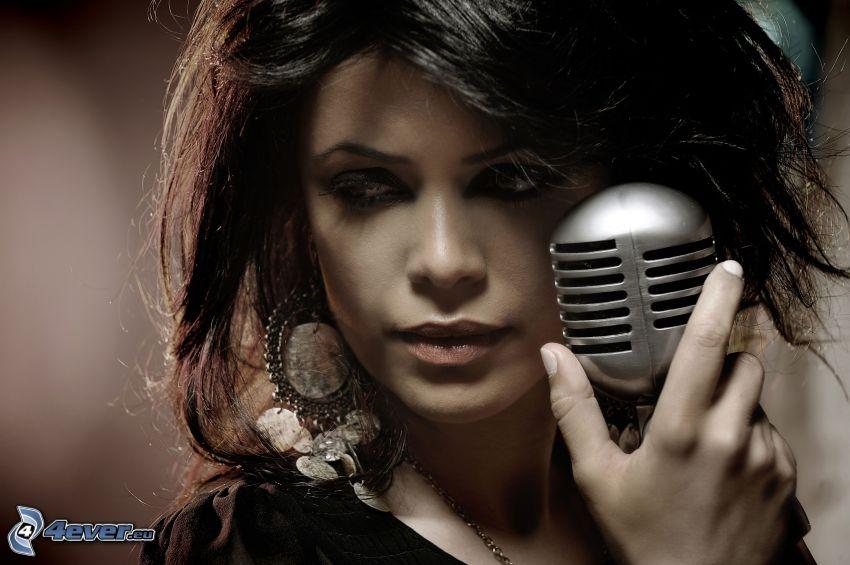 Yasmin Levy, piosenkarka, mikrofon