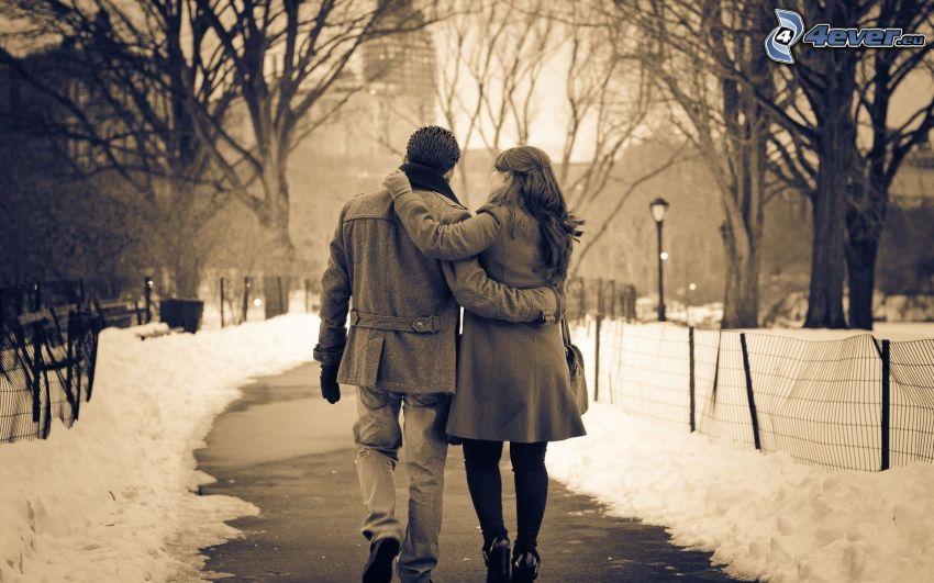 para w parku, śnieg