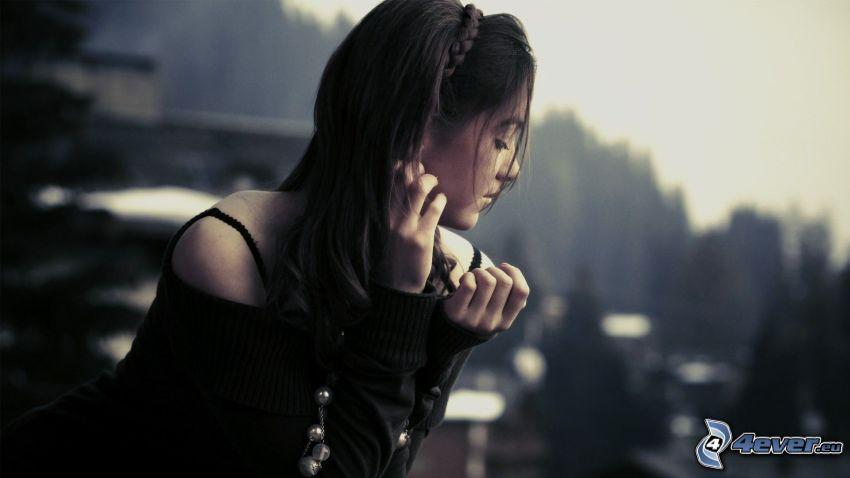 samotna, brunetka