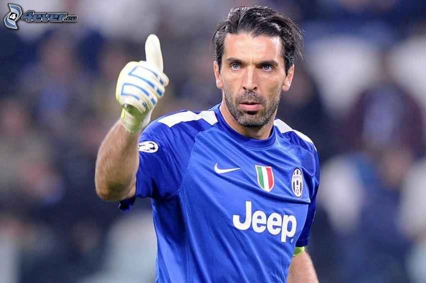 Gianluigi Buffon, piłkarz, kciuk w górę