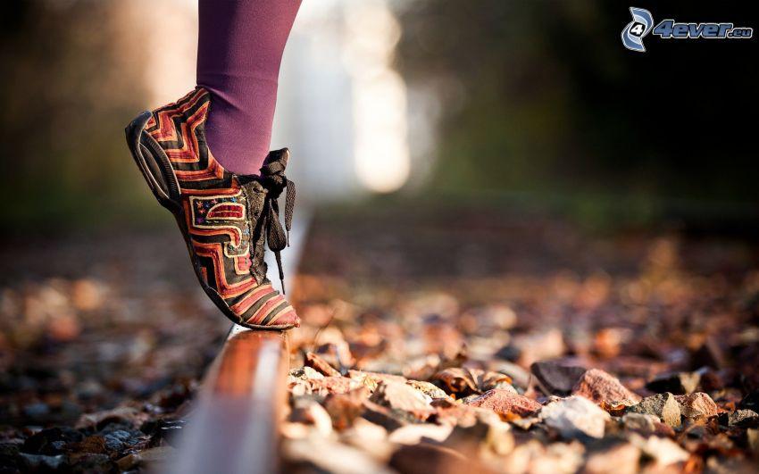 stopa, tory kolejowe, kamienie