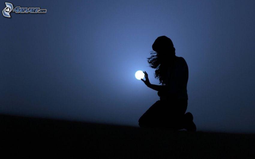 sylwetka kobiety, księżyc, noc