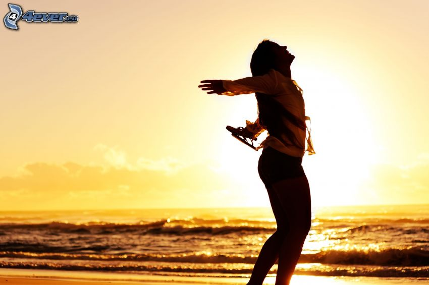 sylwetka kobiety, morze, zachód słońca
