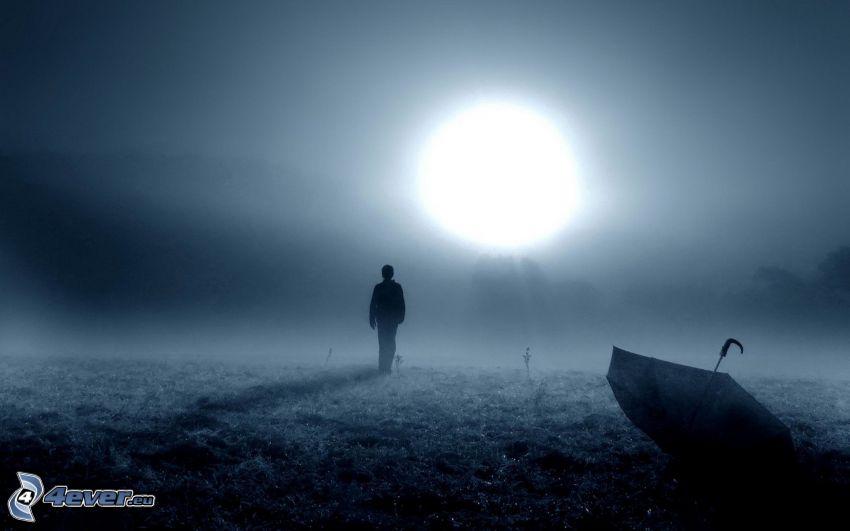 sylwetka mężczyzny, słońce, noc, parasol, mgła