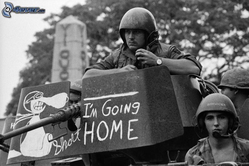 żołnierze, czarno-białe zdjęcie