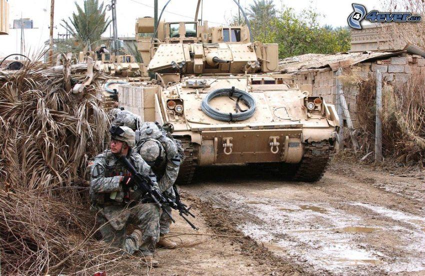 żołnierze, czołg