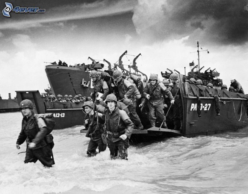 żołnierze, przystanie łodzi, statki, morze, czarno-białe zdjęcie, stare zdjęcie