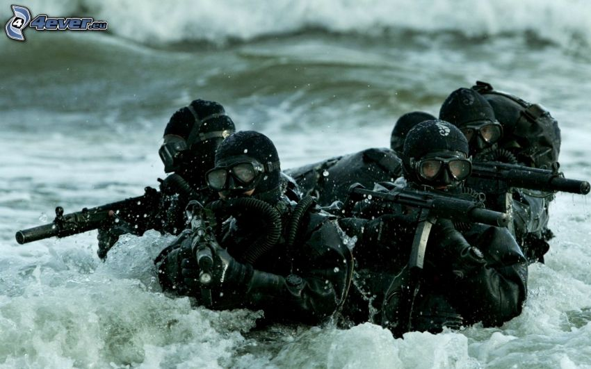 żołnierze, woda