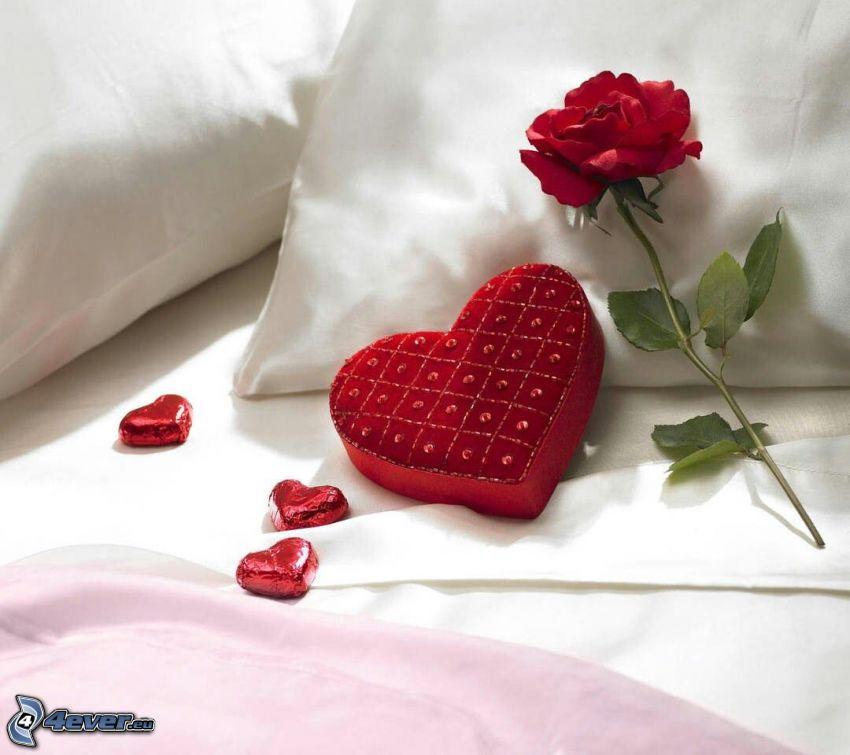 czerwona róża, serduszko, cukierki