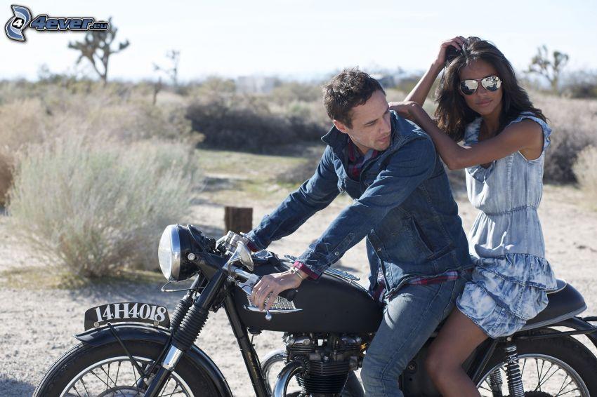 mężczyzna i kobieta, motocykl