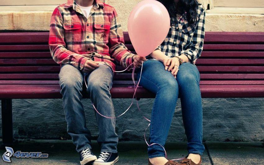 para na ławce, balon