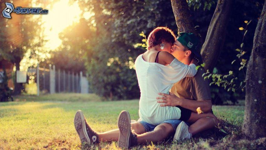 pocałunek, park, zachód słońca