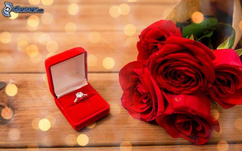 pierścień, czerwone róże