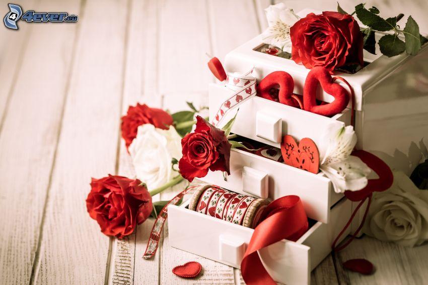 pudełko, czerwone róże, białe róże, czerwone serduszka, wstęgi, szuflada