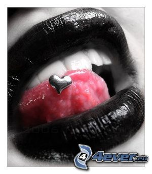 czarne usta, piercing