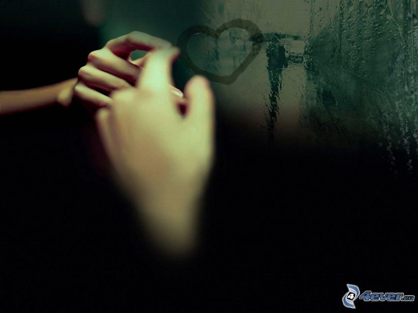 serce na oknie, ręce