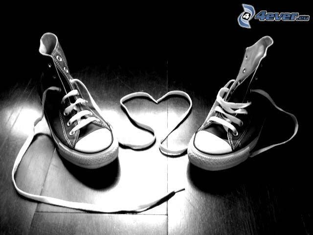 serce ze sznurówek, tenisówki, chińskie buty