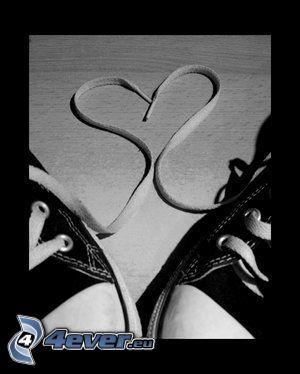 serce ze sznurówek