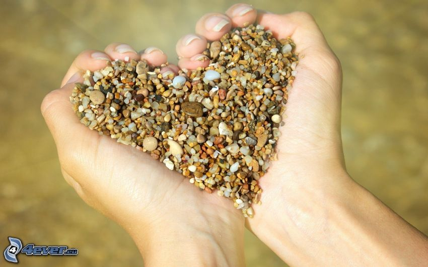 serduszko, kamienie, ręce
