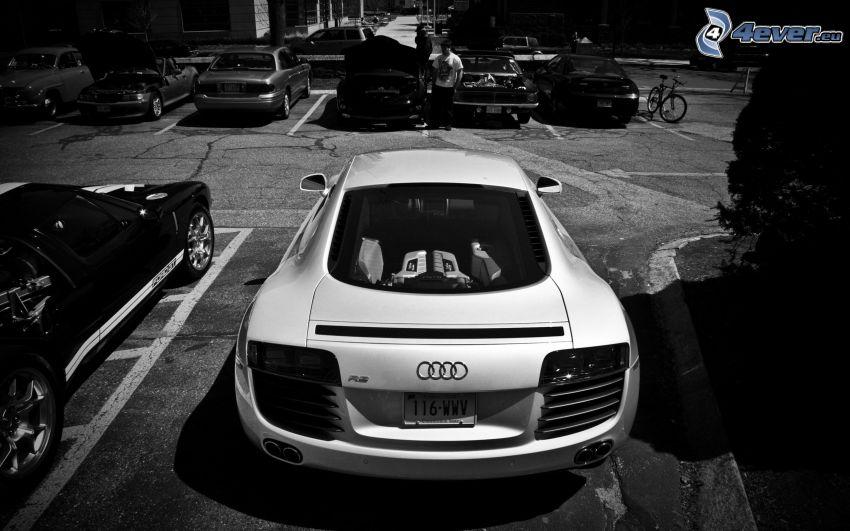 Audi R8, parking, czarno-białe zdjęcie