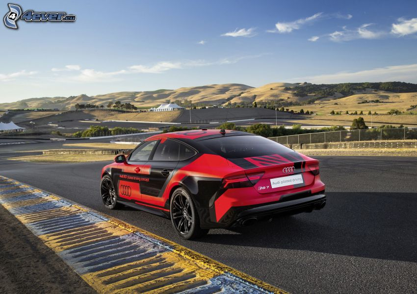 Audi RS7, pasmo górskie, ulica