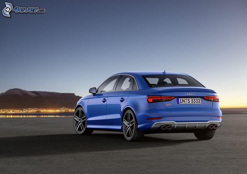 Audi S3, miasto wieczorem