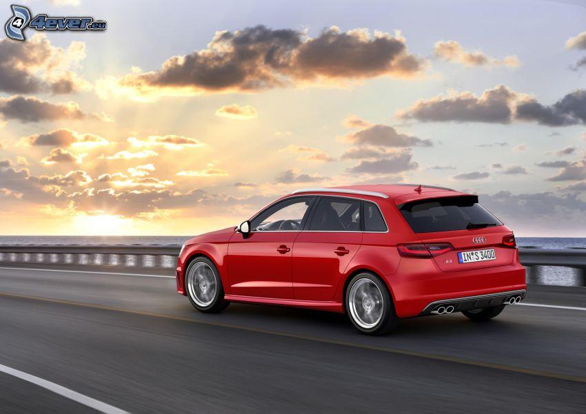 Audi S3, morze otwarte, zachód słońca nad morzem, chmury