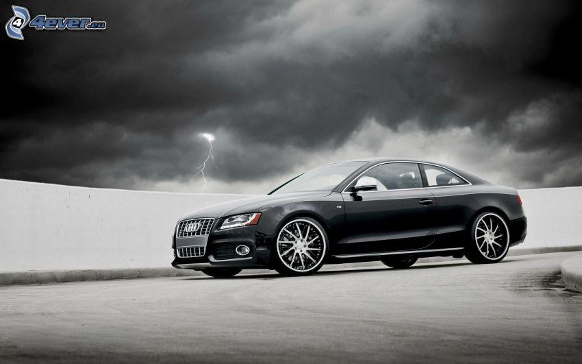Audi S6, ciemne chmury, piorun