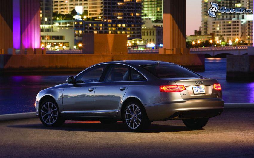 Audi S6, miasto nocą, rzeka