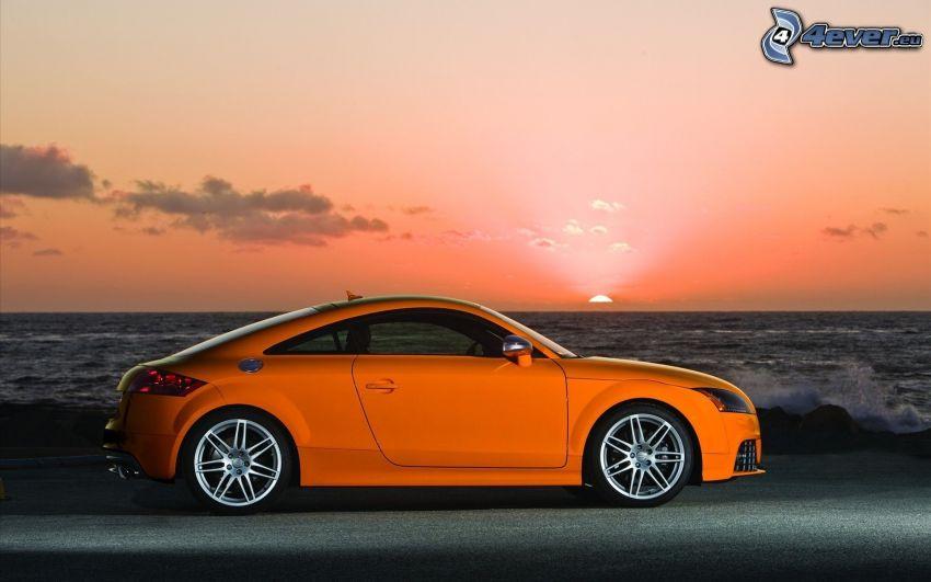 Audi TT, zachód słońca nad morzem