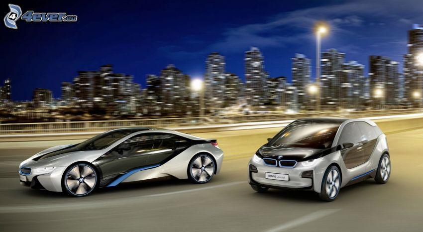 BMW i3, BMW i8, miasto nocą, wieżowce, prędkość
