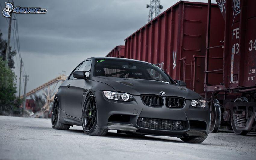 BMW M3, pociąg towarowy