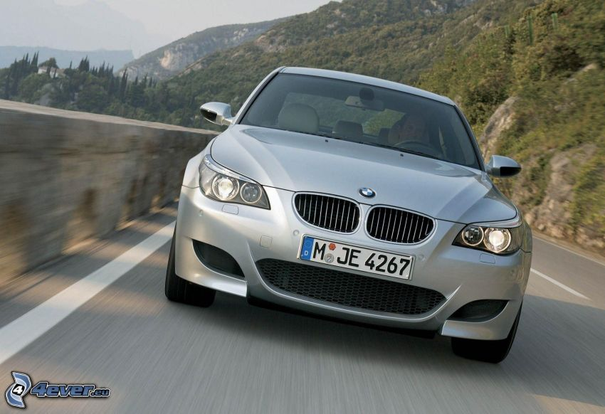 BMW M5, prędkość