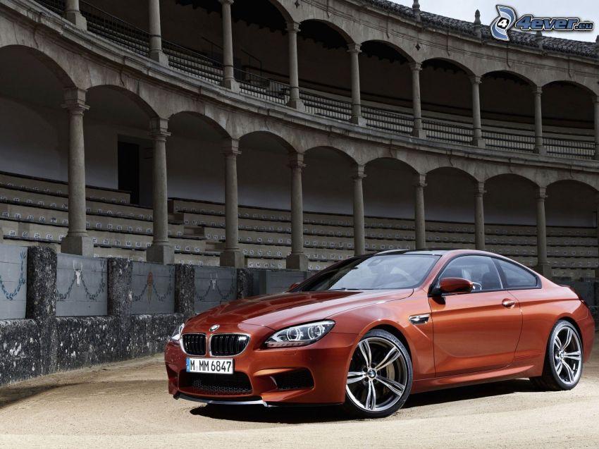 BMW M6, trybuna
