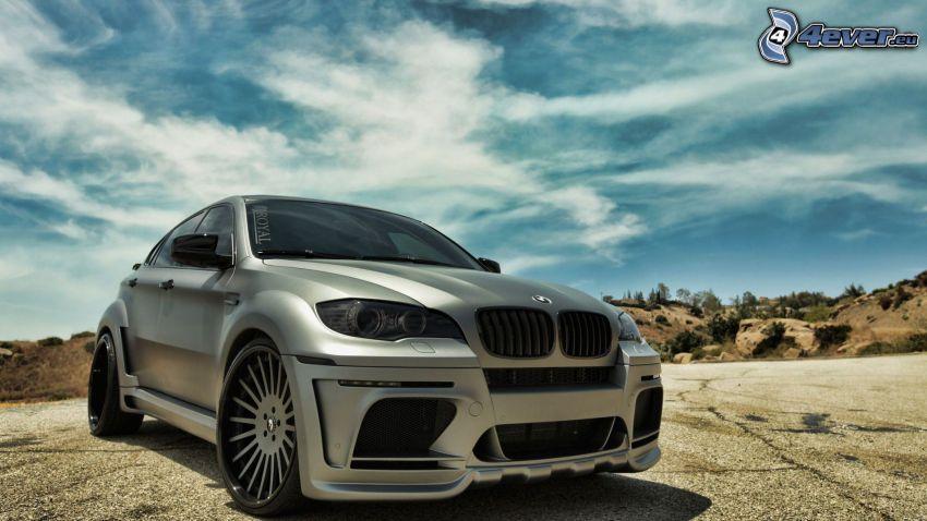 BMW X6, niebo
