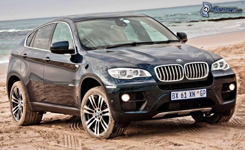 BMW X6, plaża piaszczysta