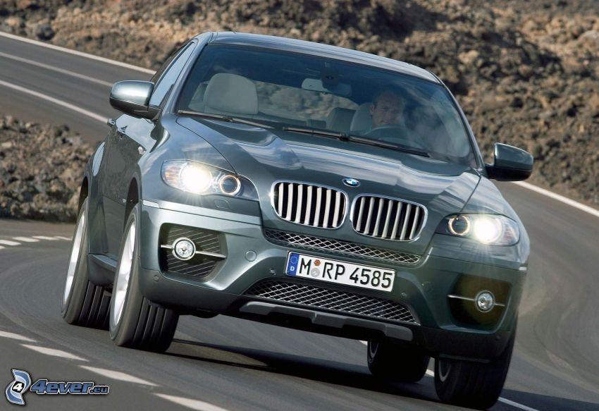 BMW X6, zakręt