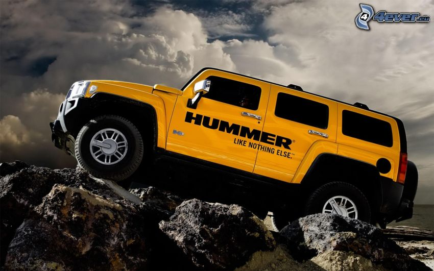 Hummer H3, skały, teren, chmury