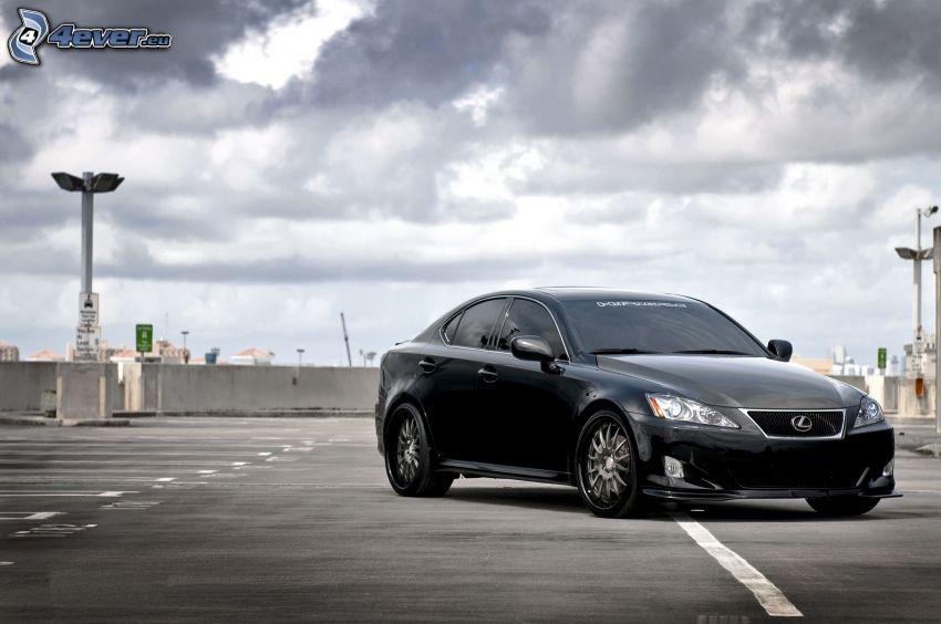 Lexus, ciemne chmury