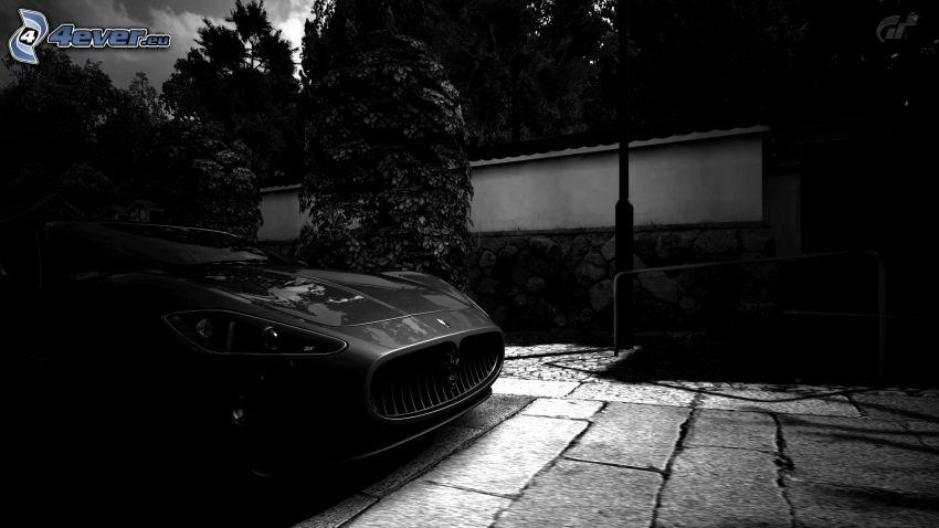 Maserati GranCabrio, przednia maska, bruk, czarno-białe