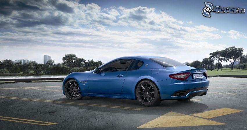 Maserati GranTurismo, sportowe auto, parking