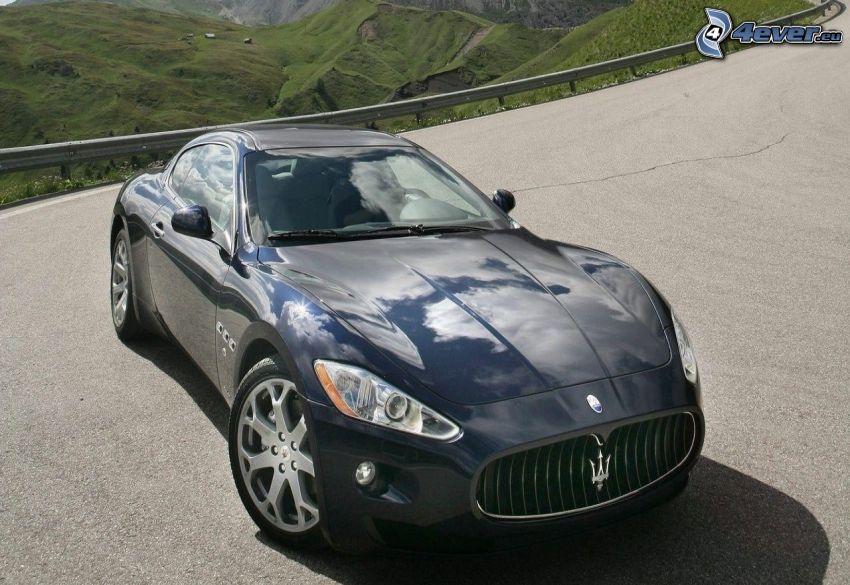 Maserati GranTurismo, ulica, wzgórza