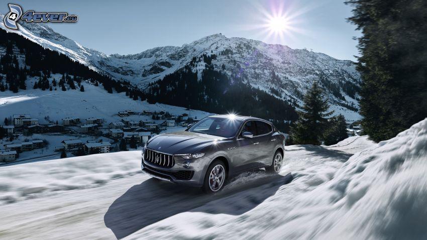 Maserati Levante, zaśnieżone góry, śnieg