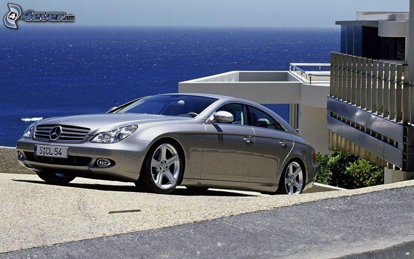 Mercedes-Benz CLS, morze, luksusowy dom